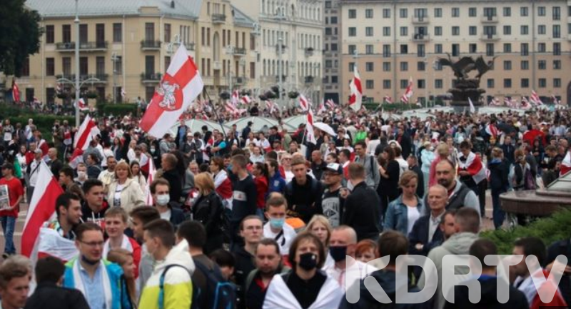 Thousands of people pour into Belarus capaital Minsk