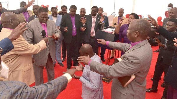 Pastors Pray for Ruto