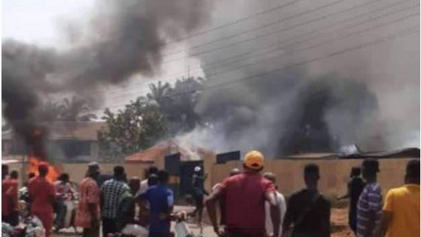 Youths burn three police stations in Nigeria